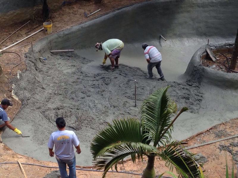 7-Piscina-Natural-Acabamento-no-concreto-armado.jpg