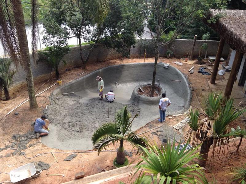 10-Piscina-Natural-Concreto-armado-desempenado.jpg