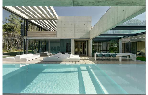 The-Wall_House-05-Guedes-Cruz-Arquitectos-Ricardo-Oliveira-Alves-Fotografia_fullview.jpg