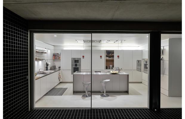 The-Wall_House-09-Guedes-Cruz-Arquitectos-Ricardo-Oliveira-Alves-Fotografia_fullview.jpg