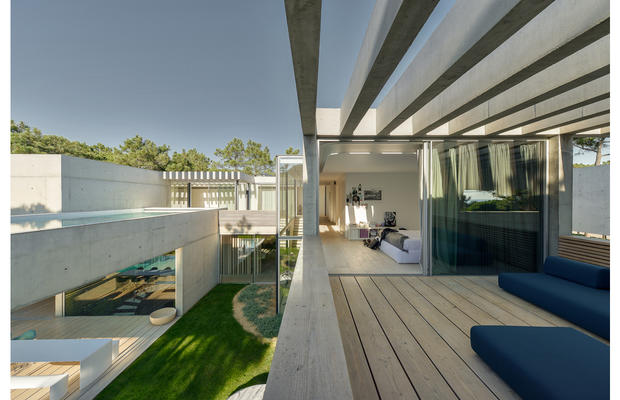 The-Wall_House-08-Guedes-Cruz-Arquitectos-Ricardo-Oliveira-Alves-Fotografia_fullview.jpg