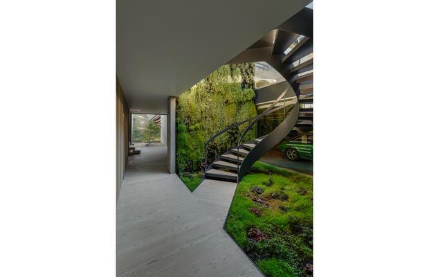 The-Wall_House-06-Guedes-Cruz-Arquitectos-Ricardo-Oliveira-Alves-Fotografia_fullview.jpg