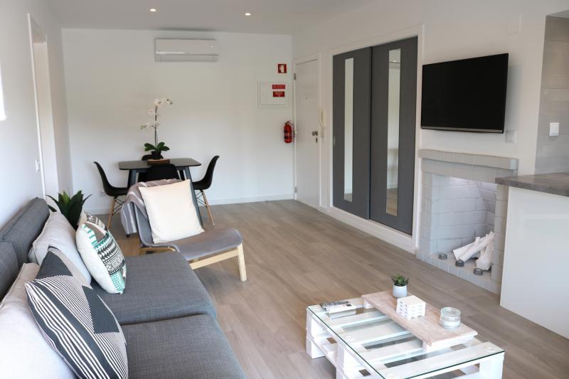 7 - Living Room.JPG