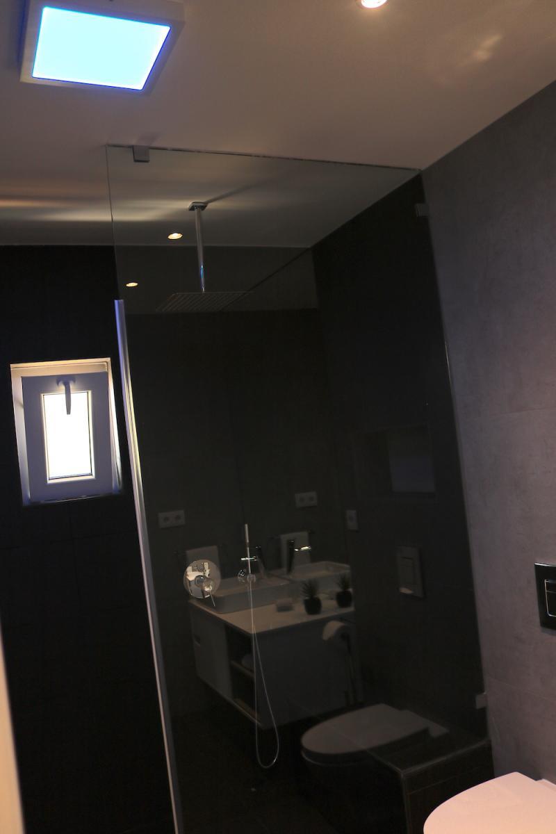 16 - WC.JPG