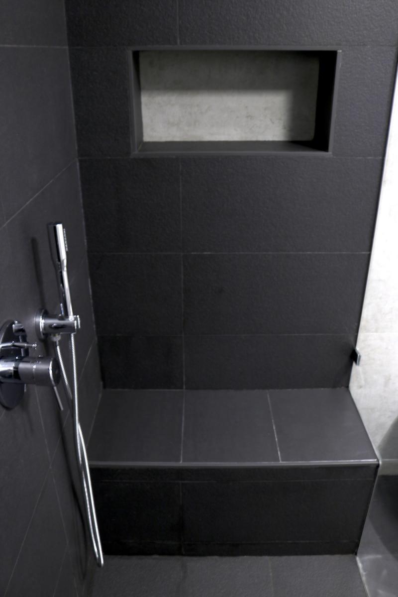 18 - WC.JPG