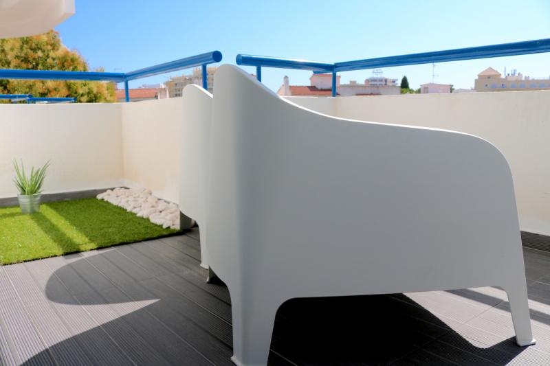 21 - Balcony.JPG
