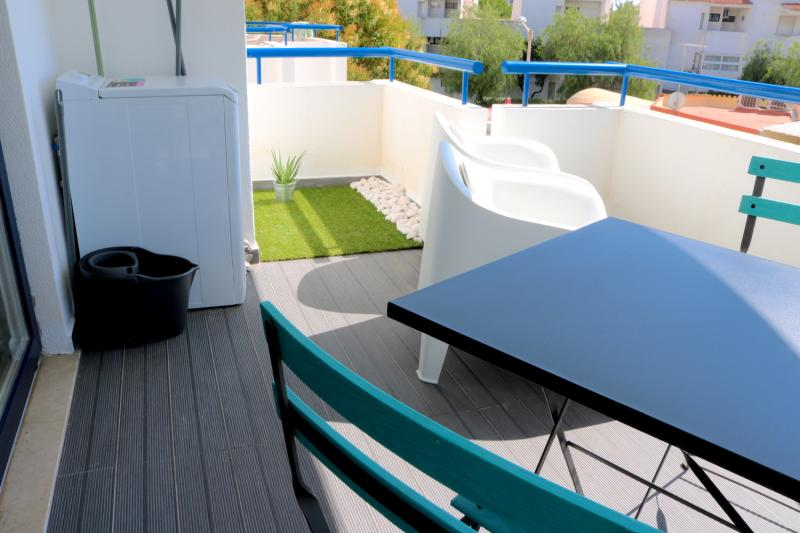 20 - Balcony.JPG