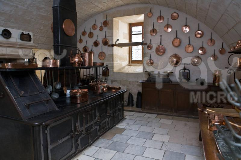 kitchen-in-the-castle-of-chenonceau-2a02b9.jpg
