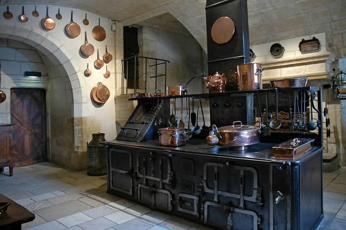 french_castle_kitchen2.jpg