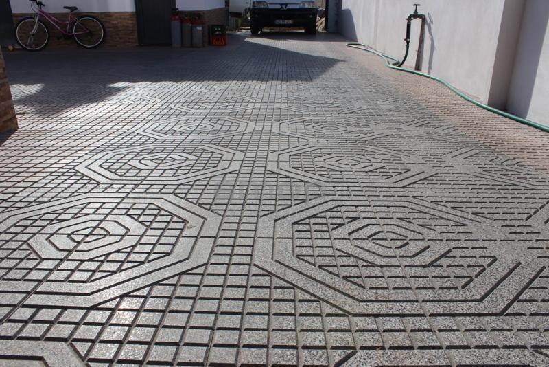 Pavimento exterior cal ada pav ou lajetas de bet o for Pavimento ceramico exterior barato